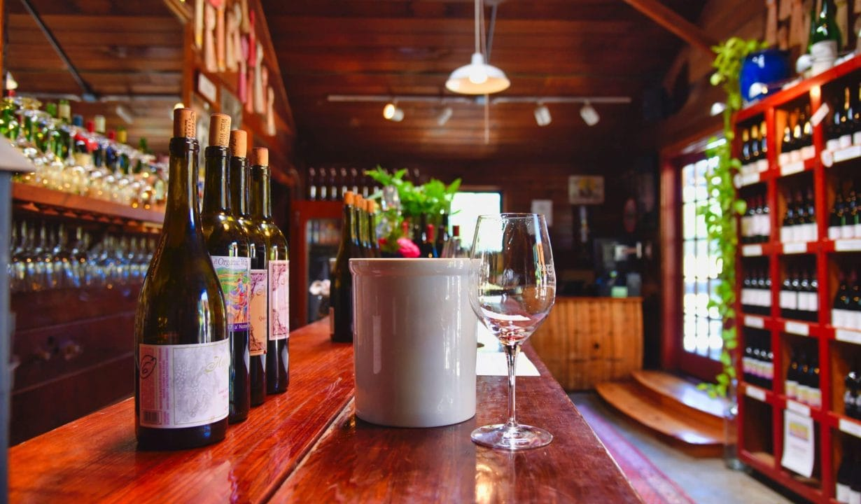 Hallcrest Vineyards Bar